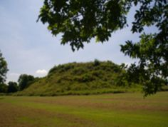 Moon Eyed People :: Indian Mounds :: Fort Mountain State Park :: The mysterious 855-foot-long wall is thought to have been built by early Indians as fortification against more hostile Indians or for ancient ceremonies.