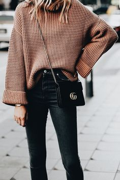 Oversized sweater for fall with black jeans