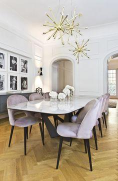 So elegant! Das Esszimmer von Delia Fischer ist ein wahr gewordener Traum. Die Samtstühle Rachel in Altrosa und der wunderschöne Tisch von Who's perfect sind ein absolutes Perfect Pair! Die Gallery Wall mit den einzigartigen Kunstdrucken von Sonic Editions schmückt den Raum mit einer einzigartigen Atmosphäre.