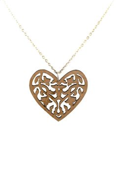 A timeless décor heart on a silver chain is a quintessential piece for every romantic woman's jewellery collection