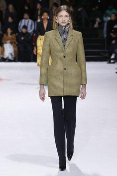 http://runway.vogue.co.kr/2018/03/04/ready-to-wear-2018-fw-balenciaga/