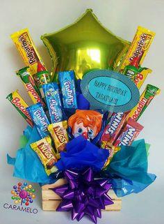 Arreglo de cumpleaños con dulces y globo