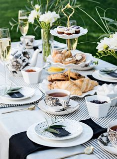 Forget excess frills and stuffy small talk, today's modern tea party is bold and beautiful. Here, we've chatted with the experts on how to host a modern tea party everyone will love. Afternoon Tea Table Setting, Afternoon Tea Party Decorations, High Tea Decorations, Afternoon Tea Tables, Tea Party Setting, Afternoon Tea Parties, Tea Party Menu, Tea Party Table, Host A Party