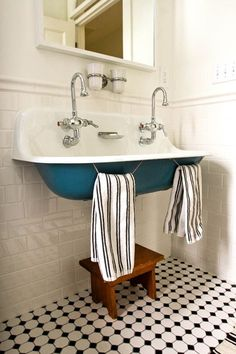 Very cool double sink. I like the tub feeling of it and how the towels hang for each person right there