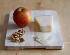 Rosenkohlsalat mit Apfel, Walnüssen und Pecorino