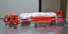 Fire Truck Hook and Ladder Lego Ambulance, Lego Wheels, Lego Fire, Lego Truck, Lego Army, Amazing Lego Creations, Lego Construction, Lego Trains, Lego House