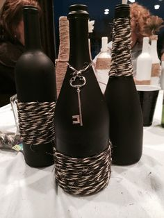 Turn empty wine bottles into DIY Chalkboard Painted Wine Bottles. They make perfect table decorations/vases for parties, weddings and more. Wine Bottle Glasses, Empty Wine Bottles, Wine Bottle Corks, Glass Bottle Crafts, Painted Wine Bottles, Diy Bottle, Glass Jars, Chalkboard Wine Bottles, Twine Wine Bottles