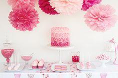 Mesa de doces decorada com delicadeza e tonalidades do rosa.