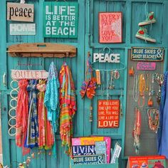 Looking for the best places to shop on Ibiza? Look no further and head straight to Aurobelle. For the most awesome Ibiza style fashion Bohemian House, Bohemian Decor, Bohemian Style, Ibiza Style Interior, Ibiza Look, Beach Boutique, Boutique Decor, Bois Diy, Ibiza Fashion