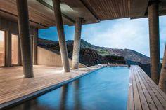 NATURENS UNDER Island kan det här med bad. På Spahotell Ion är naturen hela tiden nära.