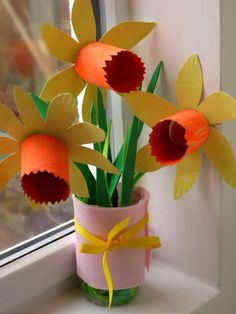 + Ideas for DIY Art Projects to Try With Your Kids diy projects for kids, three yellow and orange daffodils, made from cardboard, with green stalks and leaves, tied together with pink felt and a yellow ribbon Toddler Art Projects, Diy Projects For Kids, Diy For Kids, Crafts For Kids, Art Diy, Easy Paper Crafts, Butterfly Crafts, Origami Easy, Craft Activities