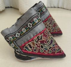 Old Chinese Dong people's embroidery Woman shoe