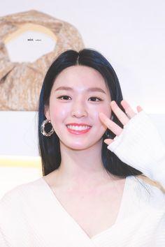 South Korean Girls, Korean Girl Groups, Kim Seol Hyun, Fnc Entertainment, Seolhyun, Korean Beauty, Beautiful Actresses, Korean Singer, Korean Drama