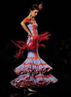 Desfiles en el Salón Internacional de Moda Flamenca SIMOF 2013 - . Foto 1 de 79