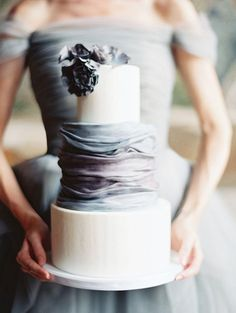Wedding cake with charcoal, blue and plum tones; fabric-like texture