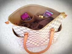 Fashion Friday - How To Downsize Your Diaper Bag - San Diego Moms Blog #diaperbag #mom