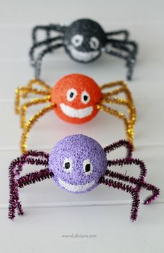 Easy and cute styrofoam spiders craft from @lollyjaneblog | Last minute Halloween crafts