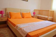 Guesthouse Vukovic Petrovac na Moru Featuring air conditioning, Guesthouse Vukovic offers accommodation in Petrovac na Moru. Budva is 12 km from the property. Free WiFi is available .  The accommodation features a TV. Some units have a dining area and/or balcony.