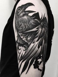 Uplift your tattooing experience with the most elegant Raven tattoos. Raven is a dark unique bird that beautifully transforms into an amazing tattoos design. Kunst Tattoos, Body Art Tattoos, Sleeve Tattoos, Cool Tattoos, Tatoos, Hand Tattoos, Awesome Tattoos, Small Tattoos, Fighter Tattoo