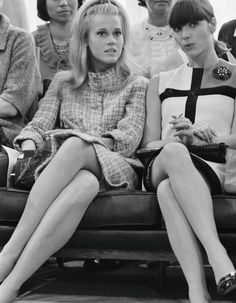 1965 Jane Fonda & Elsa Martinelli front row at an Yves Saint Laurent fashion show in Paris, Martinelli in a F/W 1965 Collection 'Mondrian' dress. Photo by Giancarlo Botti. 60s And 70s Fashion, Mod Fashion, Fashion Week, Fashion Show, Vintage Fashion, Parisian Fashion, Runway Fashion, Catherine Deneuve, Jane Fonda