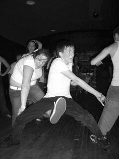 Scissor-Kick to the Nuts (The girl's face is priceless) Lol
