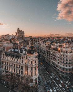 travel destinations photography Reiseziel: Madrid Spanien - Reisen - - Flight, Travel Destinations and Travel Ideas City Aesthetic, Travel Aesthetic, Aesthetic Grunge, Aesthetic Vintage, Aesthetic Anime, Building Aesthetic, Aesthetic Clothes, Beach Aesthetic, Aesthetic Collage