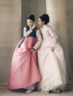 Grandma and Mom Korean Hanbok, Korean Dress, Korean Outfits, Korean Traditional Dress, Traditional Fashion, Traditional Dresses, Korea Fashion, Asian Fashion, Dynasty Clothing