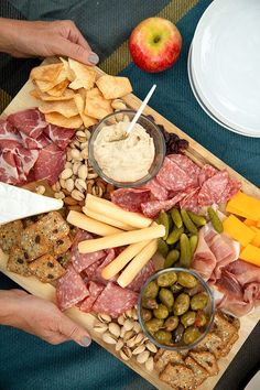 Charcuterie Recipes, Charcuterie And Cheese Board, Charcuterie Platter, Cheese Boards, Appetizer Recipes, Dinner Recipes, Fall Recipes, Healthy Recipes, Snacks Sains