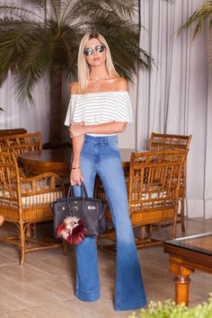 Simple Summer to Spring Outfits to Try in 2019 – Prettyinso Flare Jeans Outfit, Jeans Outfit Summer, Chic Outfits, Spring Outfits, Trendy Outfits, Fashion Outfits, 70s Fashion, Girl Fashion, Fashion Looks