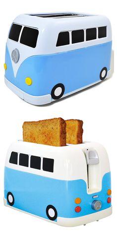 ¿A que es original y divertida esta tostadora? Por algo es uno de nuestros productos más vendidos. ¡Regala una y verás como sonríen al verla! http://www.risasinmas.com/tostadora-furgoneta-volkswagen/