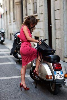 Street style in Milan: heels and a Vespa, The Sartorialist Scooter Girl, Vespa Girl, Lambretta Scooter, Vespa Scooters, Motor Scooters, Lady Biker, Biker Girl, Vespa Vintage, Motos Vespa