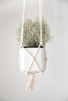 Chi Chi Dee Handmade: DIY Macrame Pot Hanger Tutorial