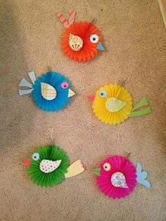 Ocells fets amb tovallons de paper.