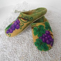 In stock Felted slippers Women home shoes Wool от Aurumvelleris Handmade Products, Handmade Gifts, Felted Slippers, Etsy Christmas, Etsy Crafts, Womens Slippers, Creative Gifts, Needle Felting, Gifts For Mom