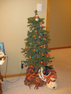 Chicago Bears Christmas ornament in plastic canvas | Plastic ...