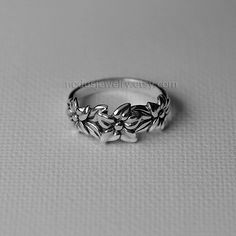 Floral ring, sterling silver ring, flower ring, botanical ring, flowers silver ring, silver ring, nature ring, botanical jewelry by NodusJewelry on Etsy https://www.etsy.com/au/listing/239372464/floral-ring-sterling-silver-ring-flower