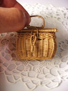 Rattan, Wicker, Diy Doll Miniatures, Rement, Bottle Lights, Barbie, Kids Decor, Diy For Kids, Planer