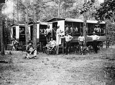 Chain Gang North Carolina, wagons full of African-American men, arrested under Jim Crow laws, who have been forced back into slavery as part of a prison chain gang. Black History Facts, Black History Month, Antique Photos, Old Photos, Vintage Photos, Vintage Menu, American Civil War, American History, Haunted Pictures