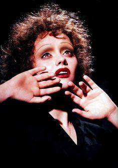 Makeup transformations: Christinna Ricci as Edith Piaf.