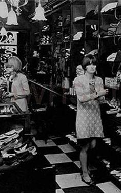 : Vintage Biba & London This is where I worked. Biba Fashion, 60s And 70s Fashion, London Fashion, Retro Fashion, Vintage Fashion, British Fashion, Barbara Hulanicki, Ossie Clark, Swinging London