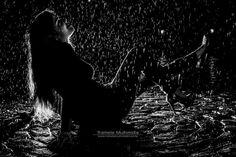 Hoje o dia foi de muita chuva no Recife; mas quem disse que a chuva não pode trazer beleza?  #tramelamultimídia #tramelamultimidia #vamostramelar #boratramelar #rain #chuva #night #blackandwhite #bw #model #femalemodel #females #modelos #mulher #mulheres #vscorecife #vscocam #vsco #vscobrasil #boanoite #goodnight #photos #photoostheday #photography #photo #fotografia