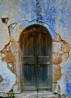 A photo of an old door to the hous in Crete village (Greece) - how do you recreate this paintjob? Original article and pictures take . Cool Doors, Unique Doors, Old Windows, Windows And Doors, Panel Doors, Crete Island, When One Door Closes, Door Knockers, Wooden Doors