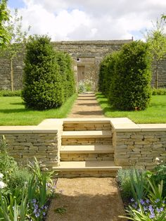 59 Ideas Exterior Stone Wall Courtyards For 2019 Patio Steps, Garden Steps, Coping Stone, Stone Wall Design, Stone Retaining Wall, Tiered Garden, Garden Paving, Sloped Garden, Dry Stone