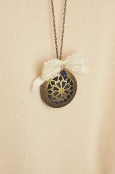 Pendant locket Necklace