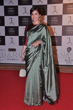 Another sari appearance of the night - it was by actress Simone Singh.  Green satin saree looked simple with the tassels at the end.