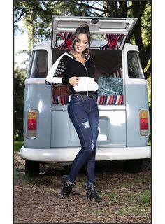 Vw Bus, Bus Camper, Volkswagen Minibus, Bus Girl, Cassandra Peterson, Look Rock, Scooter Girl, Fantasy Girl, Vintage Stuff