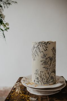 Earthy Elopement Wedding Ideas with Capes & A Crescent Moon Pampas Grass Installation Cake Cakes Flowers Floral Leaf Leaves Botanical Earthy Natural Elopement Wedding Ideas Oilvejoy Photography Naked Wedding Cake, Beautiful Wedding Cakes, Gorgeous Cakes, Pretty Cakes, Cute Cakes, Amazing Cakes, Perfect Wedding, Elope Wedding, Elopement Wedding