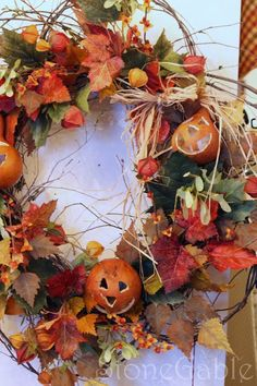what's on your halloween porch?  I love this jack o lantern wreath!