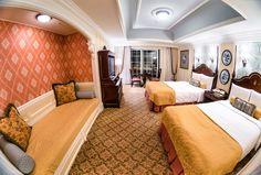 tokyo-disneyland-hotel-room-fisheye