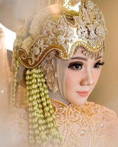 Wedding Beauty, Wedding Makeup, Dream Wedding, Muslim Wedding Dresses, Wedding Hijab, Make Up Pengantin, Sister Wedding, Wedding Looks, Bridal Make Up